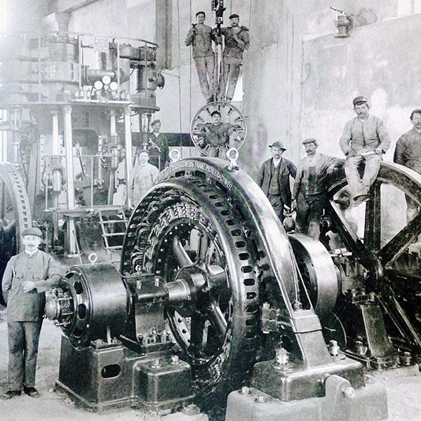 E-Werk Feldkirch im Aufbau, 1906. Die Anlage entstand vor allem auf Initiative des Feldkircher Bürgermeisters Dr. Josef Peer (1864–1925), der die Expansion des Stromproduzenten Jenny & Schindler in Richtung Oberland stoppte.
