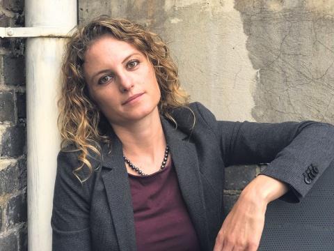 Elisabeth Schimpfössl ist in Rankweil aufgewachsen und lebt seit 2007 in London. Die Soziologin spricht Russisch und unterrichtet an der Aston University. Ihr wissenschaftlicher Schwerpunkt ist die Eliten-Forschung.