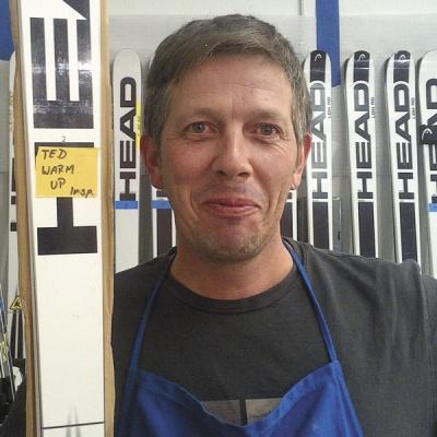 Der Altacher Alexander Martin präpariert die Ski vonTed Ligety.