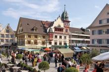 Der Dornbirner Marktplatz mit dem Wochenmarkt als Attraktion. (4)