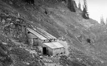 Ziegenalpe Sawender am nördlichen Abhang der Winderstaude, von Hans Waldner sen. erbaut und heute aufgelassen.