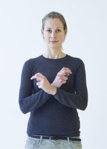 Österreich: Mit geknickten Zeige- und Mittelfingern und an den Handknöcheln überkreuzten Armen wird der Bundesadler als Symbol für Österreich dargestellt.