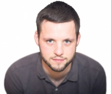 """Der aus Villach stammende und in Freising/Deutschland lebende  Ralf Grabuschnig  ist Historiker und Autor. Er arbeitet als Redakteur und Lektor im Münchner """"Institut für deutsche Kultur und Geschichte Südosteuropas"""" und betreibt den Geschichtsblog und -Podcast """"Déjà-vu Geschichte"""". ralfgrabuschnig.com"""
